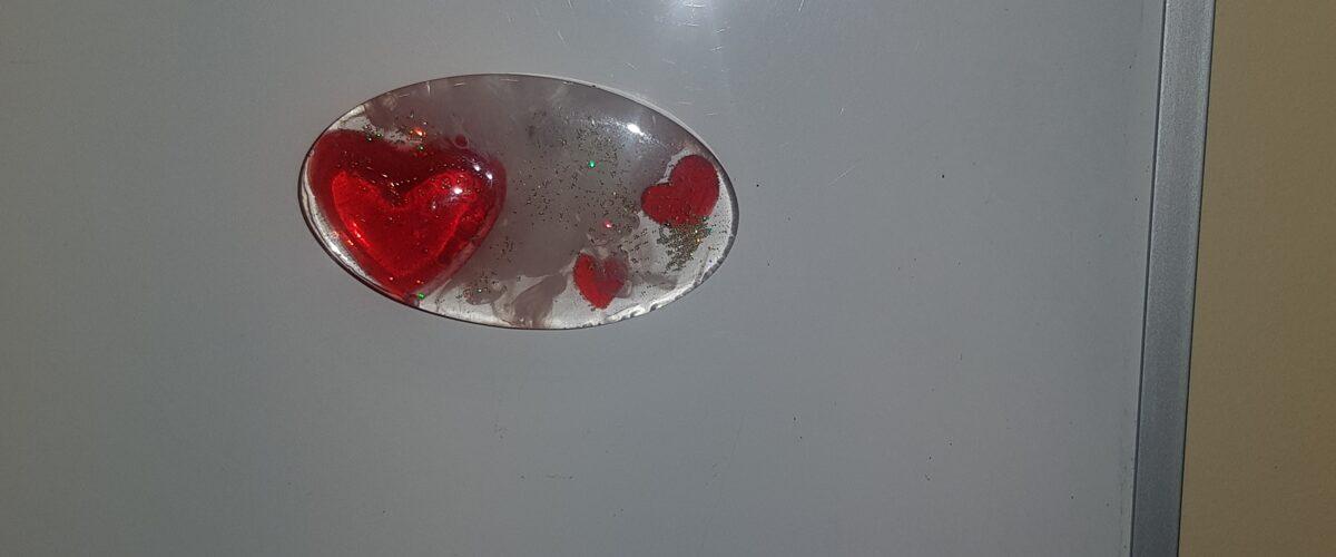 Magnēts ledusskapim no krāsaina epoksīda ielējuma. 042010052030
