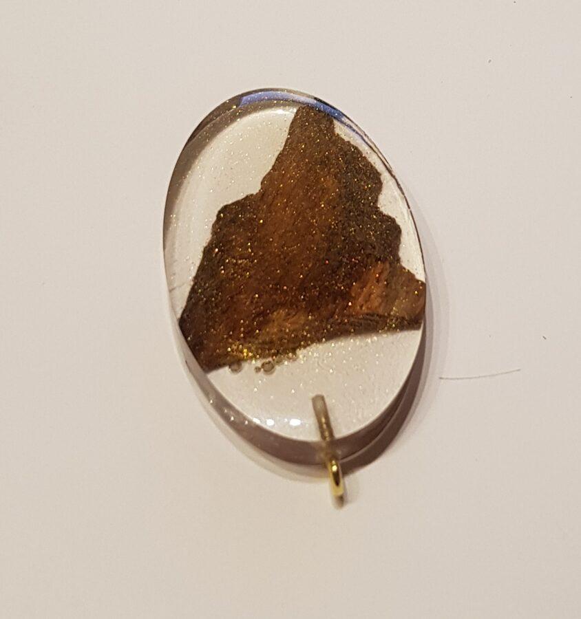 Piekariņš ar ozolkoka gabaliņu un spīdumiem epoksīdā 077006055030